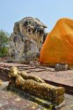 Buddha adagiantesi di Wat Lokayasutharam Temple a Ayutthaya Tailandia Fotografia Stock Libera da Diritti