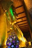 Buddha adagiantesi a Wat Pho, Bangkok, Tailandia Fotografie Stock Libere da Diritti