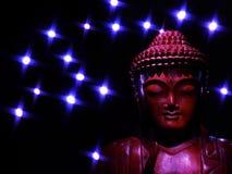 Buddha affronta alle stelle luminose Fotografia Stock Libera da Diritti