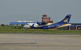 Buddha Air på Nepal Tribhuvan den internationella flygplatsen Royaltyfri Fotografi