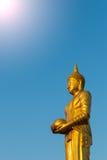 Buddha-Almosen zum Himmel lizenzfreie stockfotografie
