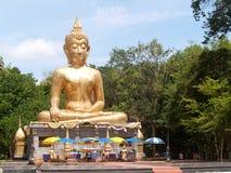Buddha Amnat Charoen, Thailand lizenzfreie stockbilder