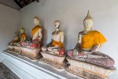 Buddha antico in Wat Yai Chaimongkol, Ayutthaya, Thailan Il tempio è pubblico in Tailandia Immagine Stock