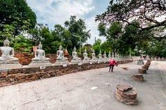 Buddha antico in Wat Yai Chaimongkol, Ayutthaya, Thailan Il tempio è pubblico in Tailandia Fotografie Stock