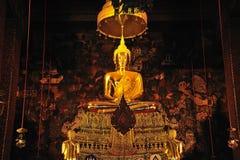 Buddha asentado del templo de Tailandia Bangkok Wat Pho Foto de archivo libre de regalías