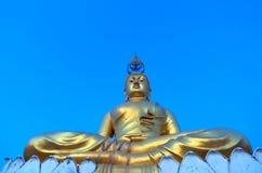 Buddha auf die Bergkuppe bei Krabi Thailand, dieser Tempel ist Wat Tam Stockfotos