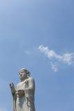 Buddha auf klarem Himmel Stockfotografie