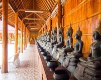 Buddha auf Musterdetail des Teakholzgoldes Lizenzfreie Stockfotografie