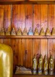 Buddha auf Musterdetail des Teakholzgoldes Lizenzfreies Stockfoto