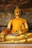 Buddha auf Steinhintergrund Lizenzfreie Stockbilder