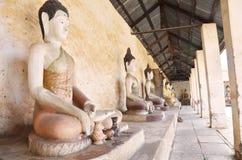 Buddha av den Aranyikawas templet på Ratchaburi Thailand Royaltyfria Bilder