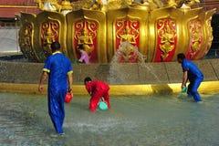 Buddha-Banhando o quadrado Imagem de Stock Royalty Free