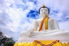 Buddha bianco al tempio Tailandia di Dokkrai Fotografia Stock