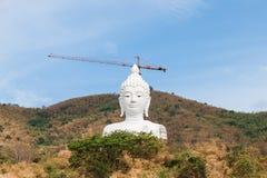 Buddha bianco sulla montagna Fotografia Stock