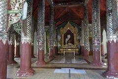 Buddha bianco in un tempio, Bagan immagine stock