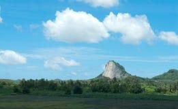 Buddha bild på klippan Arkivbilder