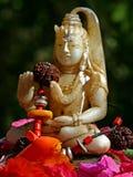 buddha blommar statyn Arkivbild