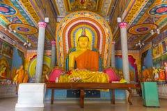 Buddha in buddhistischem Tempel Bandarawela auf Sri Lanka lizenzfreies stockfoto
