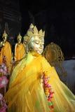 Buddha con l'abito giallo Fotografia Stock Libera da Diritti