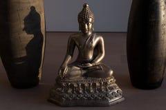 Buddha con ombra alla luce Fotografia Stock
