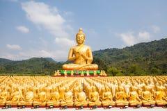 Buddha con una statua di 1250 discepoli Fotografia Stock Libera da Diritti