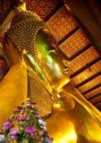 Buddha de descanso en Wat Pho imagenes de archivo