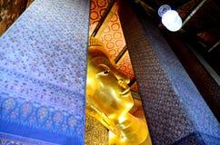 Buddha de reclinação em Wat Pho Imagem de Stock Royalty Free