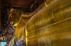 Buddha de reclinação, Wat Pho, Banguecoque, Tailândia, marco asiático foto de stock