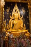 Buddha decorado dourado em Chiang Rai imagens de stock