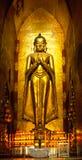 Buddha dentro del templo de Ananda, Bagan, foto de archivo libre de regalías