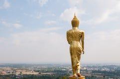 Buddha, der auf einem Berg Wat Phra dieses Khao Noi steht lizenzfreie stockbilder
