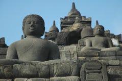 Buddha, der in Borobudur schnitzt Stockfotos