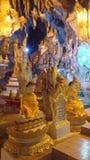 Buddha in der Höhle Stockfotografie