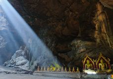 Buddha in der Höhle, Khao Luang Höhle, Phetchaburi Thailand Lizenzfreie Stockbilder