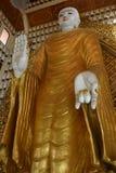 Buddha derecho Burmese imagen de archivo libre de regalías