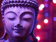 Buddha di legno lilla con le luci Fotografia Stock Libera da Diritti