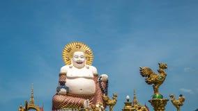 Buddha di risata cinese al tempio di Plai Laem - simbolo principale e punto di riferimento popolare dell'isola di Samui in Tailan archivi video