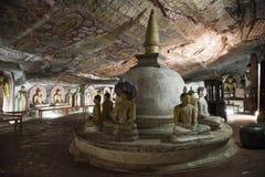 Buddha di seduta nel tempio reale della roccia, Dambulla, Sri Lanka Immagine Stock