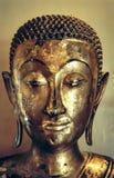 Buddha dorato affronta la statua thailand Fotografie Stock
