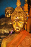 Buddha dorato con gli occhi di pietà Immagini Stock Libere da Diritti