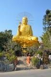 Buddha dorato in Dalat, Vietnam Immagine Stock Libera da Diritti