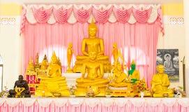 Buddha dorato messo nel tempio della Tailandia. Fotografia Stock Libera da Diritti