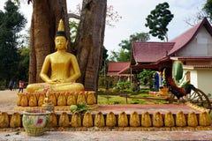 Buddha dorato nel wat Fotografia Stock Libera da Diritti