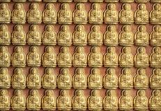 10000 Buddha dorato in tempiale cinese Immagine Stock