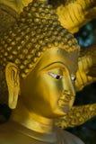 Buddha dorato in tempiale tailandese Immagini Stock Libere da Diritti
