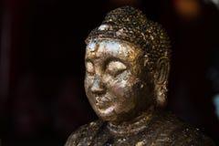 Buddha dorato in tempiale tailandese Fotografie Stock Libere da Diritti