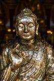 Buddha dorato in tempiale tailandese Immagini Stock