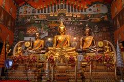 Buddha dorato in tempio tailandese Fotografia Stock Libera da Diritti