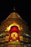 Buddha dorato in un tempio nella notte Fotografia Stock