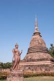 Buddha e tempio nel parco storico di Sukhothai immagini stock libere da diritti